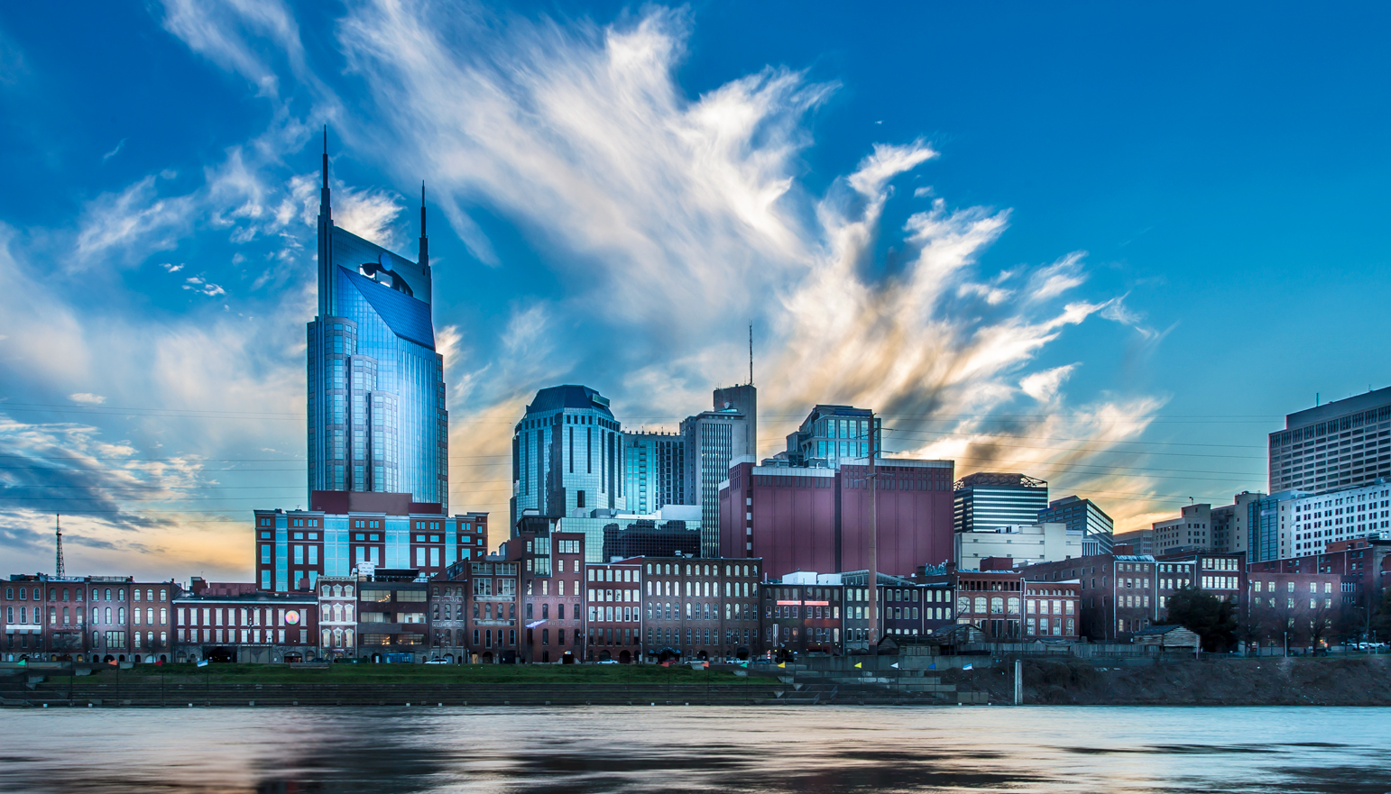 Cityscape view of Nashville, Tennessee, from across the Cumberland River.